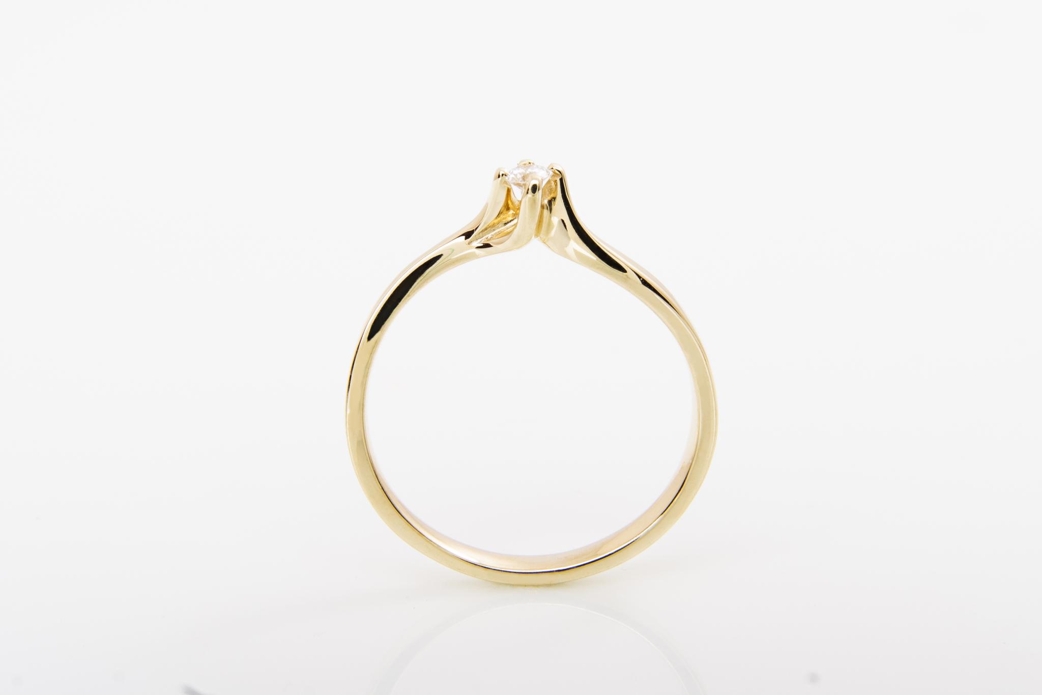 Zásnubní prsten s přírodním diamantem Magic